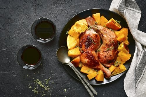 Pollo especiado acompañado de calabaza, una de las recetas otoñales que te proponemos.