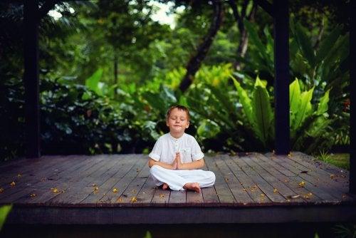 Tranquilos y atentos como una rana: meditación con los niños