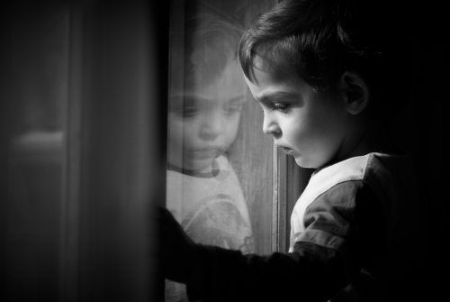 Deprivación afectiva: causas y consecuencias