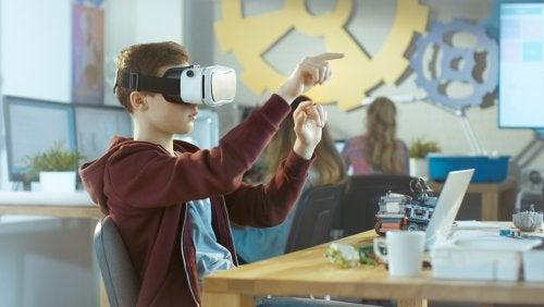 Beneficios y limitaciones de la realidad virtual y aumentada en las aulas