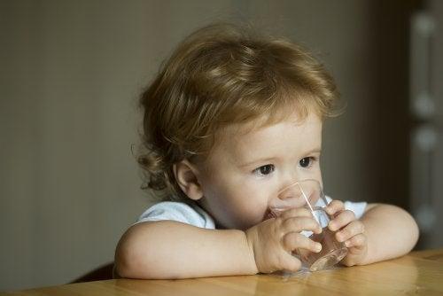 ¿Cuándo empezar a ofrecer agua a los bebés?