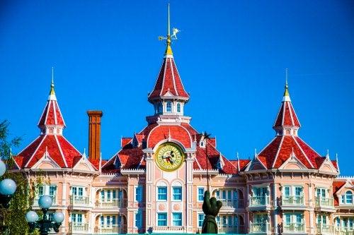 Entrada al parque Disneyland París.