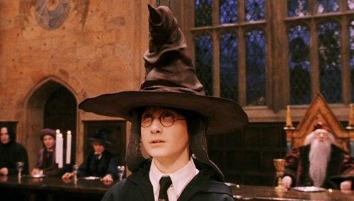 Harry Potter con el Sombrero Seleccionador.