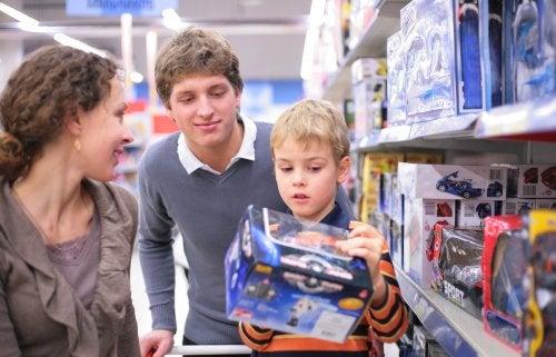 Claves para evitar el consumismo compulsivo en los niños