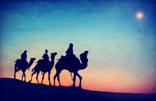 Sus Majestades los Reyes Magos de Oriente en camello.