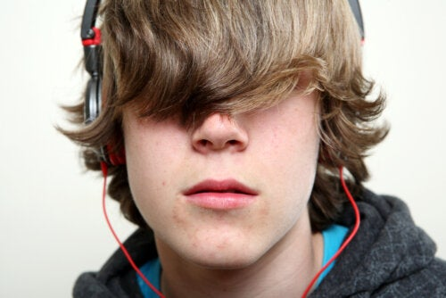 Chico en plena transición a la adolescencia.