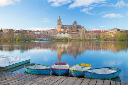 Catedral de Salamanca y río Tormes.