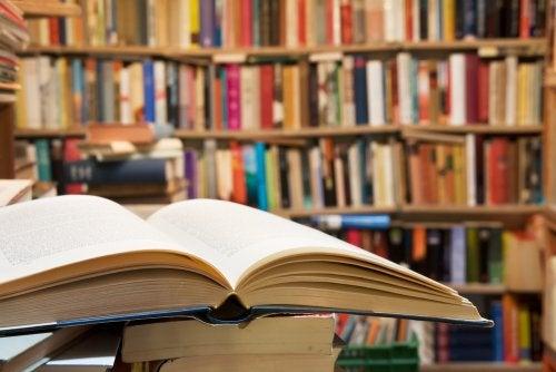 Libros de filosofía en una librería.