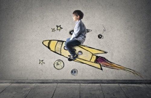 Niño subido en un cohete para viajar al espacio.