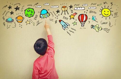 Niño desarrollando su creatividad.