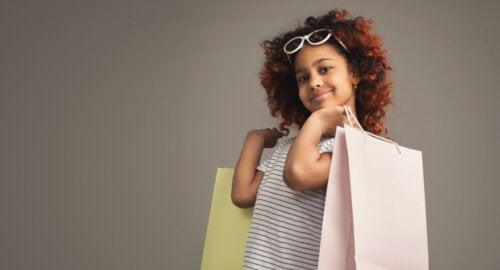 Claves para enseñar a consumir menos a tu hijo