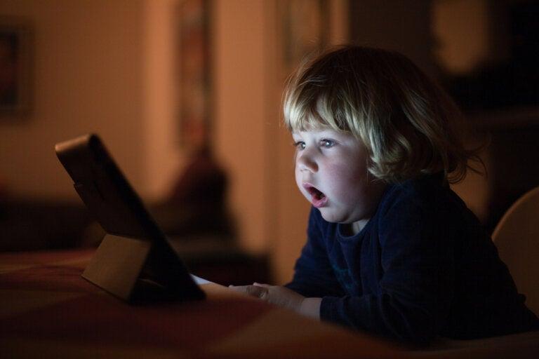 Protege a tus hijos de los efectos negativos de las pantallas electrónicas