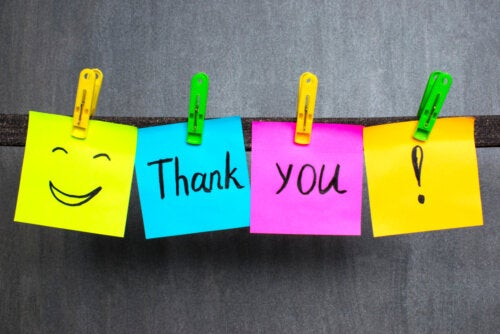 Las notas de agradecimiento enseña a los niños buenos modales