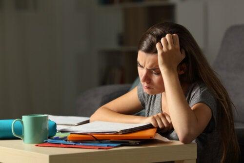 Cómo saber que tu hijo adolescente está agotado y estresado