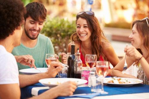 Padres primerizos: cómo cuidar tu vida social