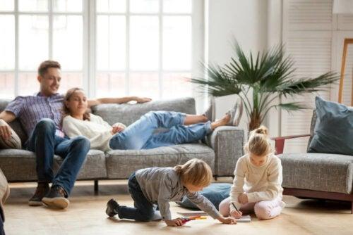 Pautas para padres que están con sus hijos 24 horas al día