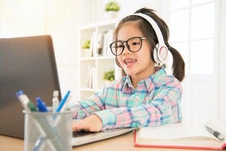 ¿Por qué inscribir a tu hijo en una escuela de inglés online?