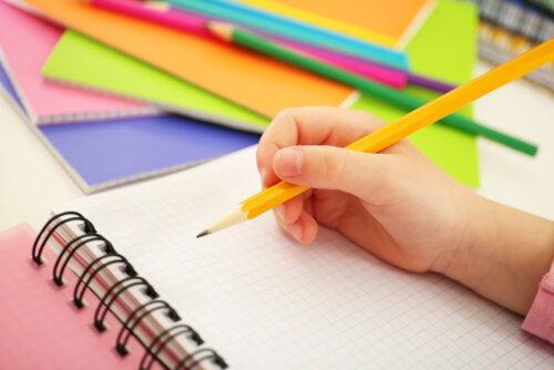 Timbiriche, uno de los juegos con papel y lápiz.