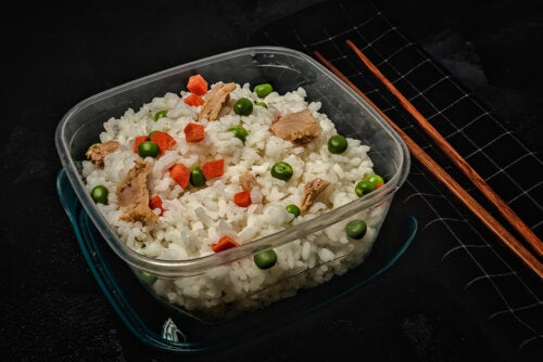Tupper saludable de arroz.
