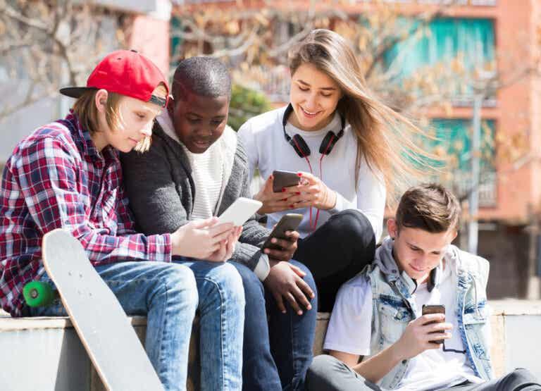 Tendencias peligrosas en las redes sociales para adolescentes