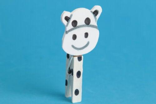 Animal fait avec des pinces à linge.