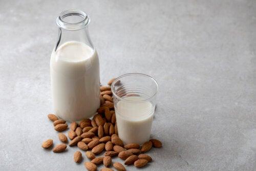 La leche de almendras es una de las bebidas vegetales más conocidas.