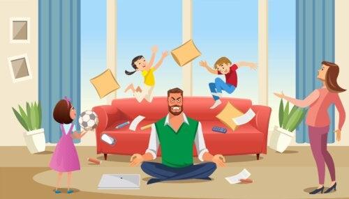 Padres practicando la paciencia activa con sus hijos.