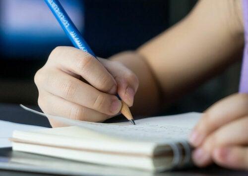 Ejercicios sencillos de escritura terapéutica para niños