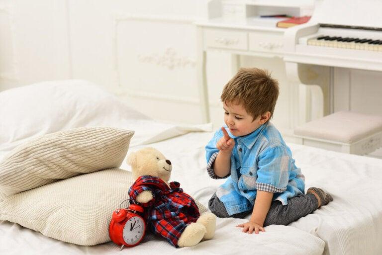 Ventajas de que los niños hablen solos mientras juegan