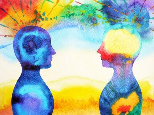 Dibujo en acuarela de dos personas mostrando conexión gracias al mindfulness.