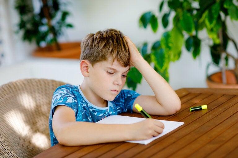Niños que no quieren hacer los deberes: ¿qué hacer?