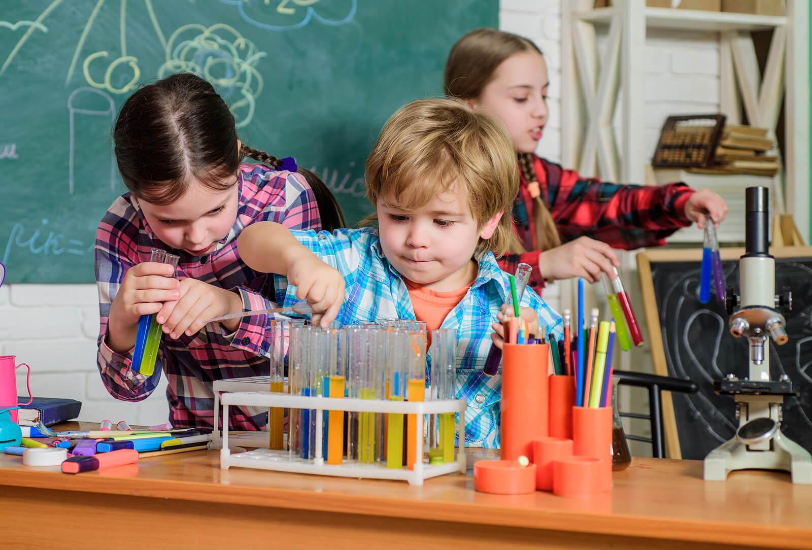 Alumnos participando en un BreakOut organizador por su profesor.
