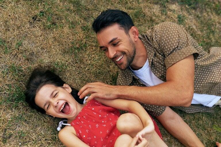 Esto es lo que le sucede al cerebro de un padre cuando tiene una hija