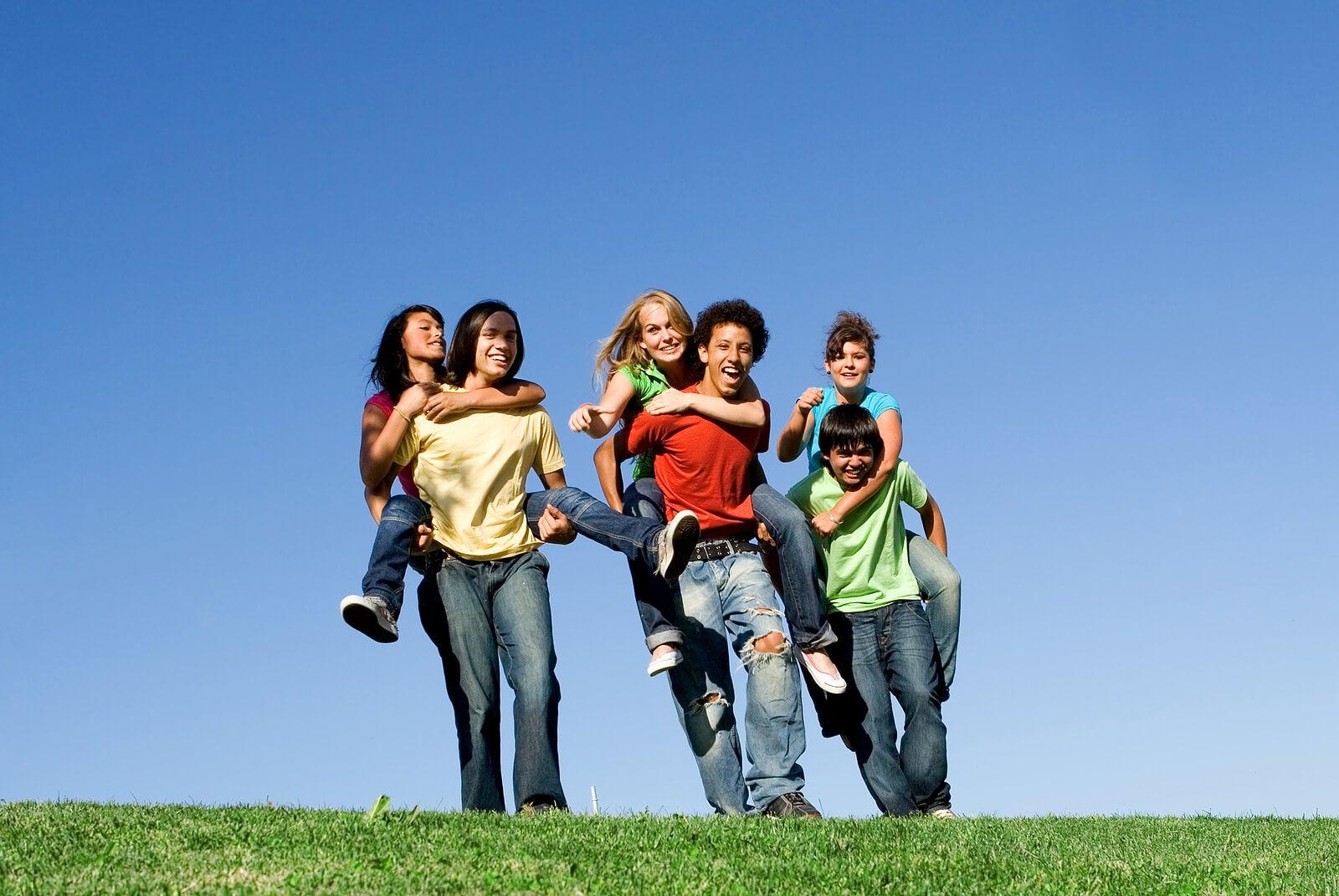 ¿Cómo influye la deseabilidad social en los adolescentes?