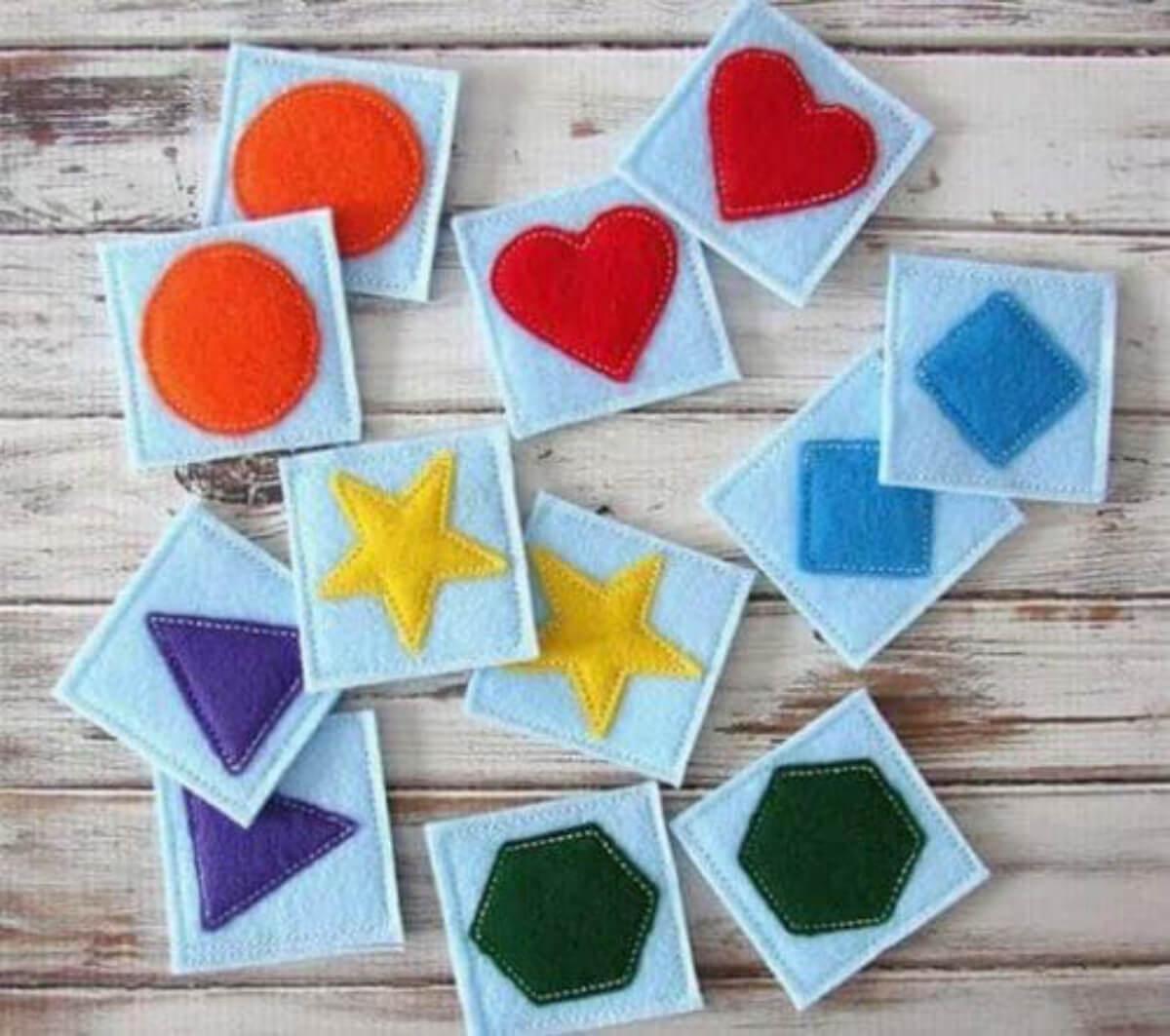 Cartas con figura como juego de memoria.
