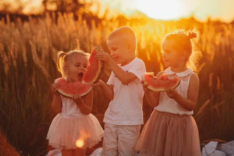 Dieta hidratante para niños en verano