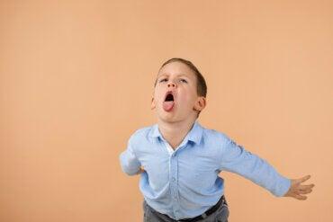 Cómo corregir a los niños que insultan de forma efectiva.