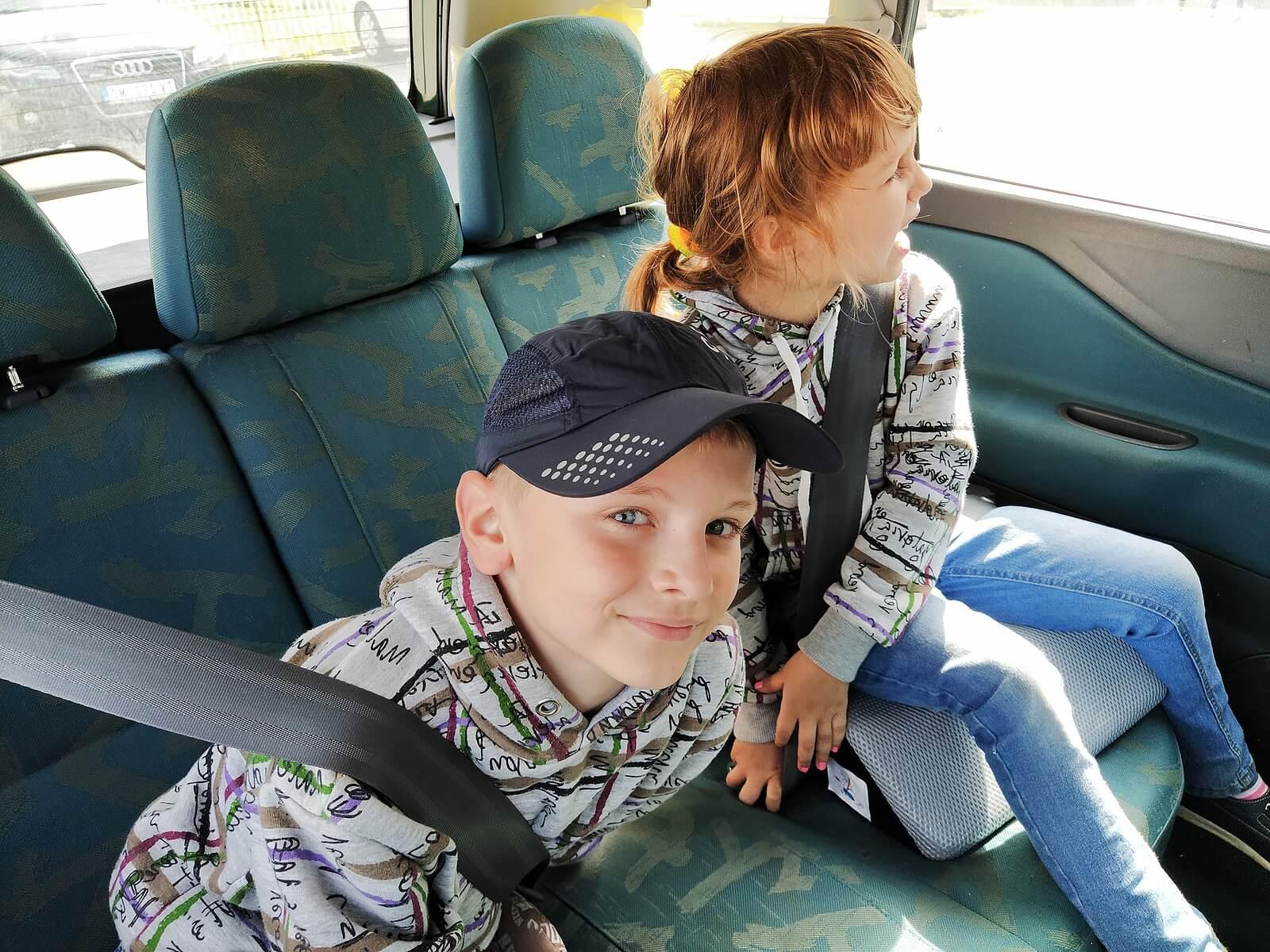 Viajes largos en coche: 5 ideas para entretener a los niños