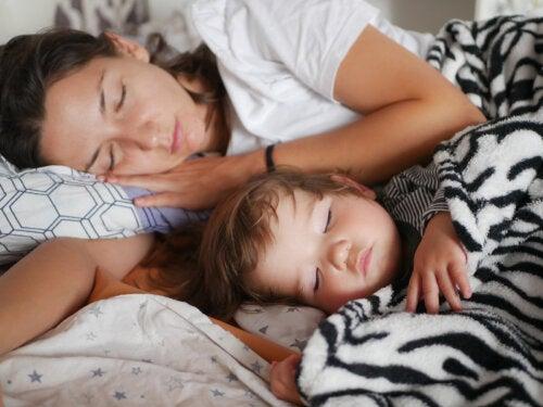 Cómo y cuándo pasar al bebé a su propia habitación