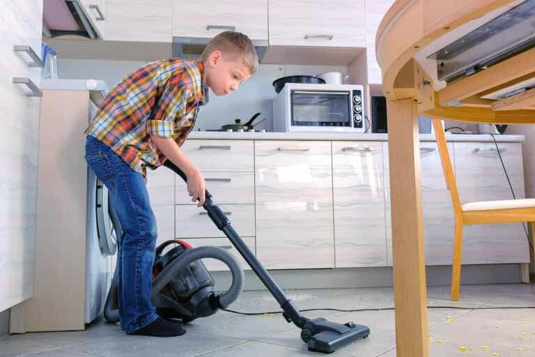 El método de los encargos para que los niños ayuden en casa