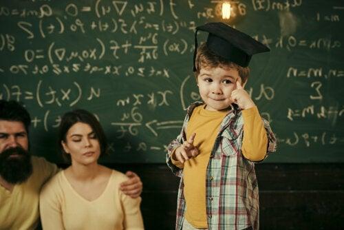 Las calificaciones de tus hijos no determinarán su éxito