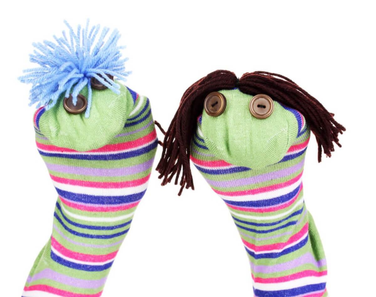 Marionetas caseras hechas con calcetines viejos.