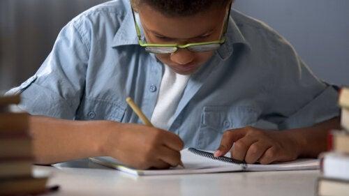 Dislexia infantil: síntomas, causas y tratamiento