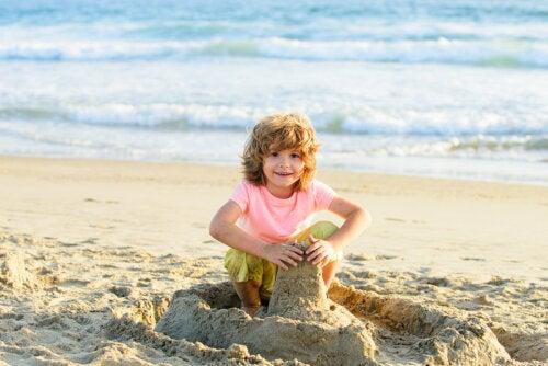 5 cosas que tu hijo aprende cuando juega con arena