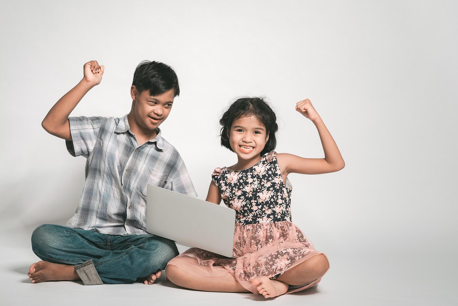 Niños con síndrome de Pitt-Hopkins con fortaleza.