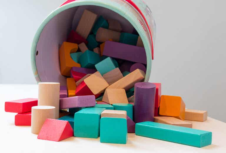Por qué jugar con bloques es bueno para niños pequeños