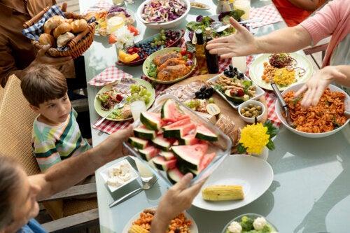 Mindful eating para niños: por qué y cómo llevarlo a cabo