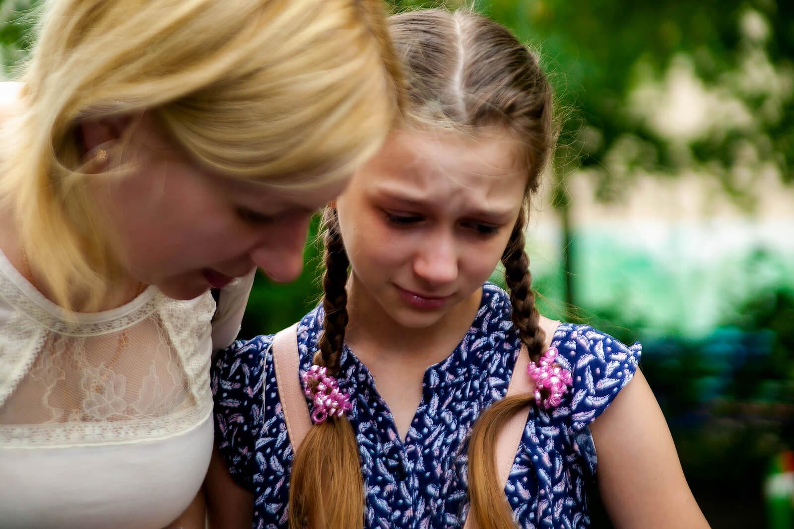 Madre hablando con su hija sobre su crisis existencial.