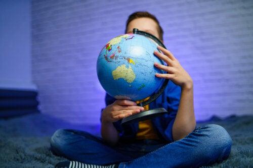 Cómo enseñar a los niños a leer un globo terráqueo