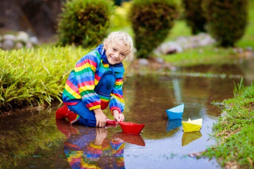 8 beneficios del juego con agua para niños